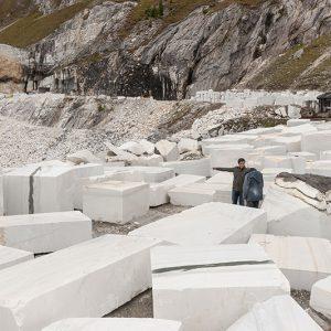 Auswahl der Steine im Steinbruch