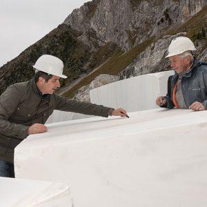 Qualitätskontrolle im Steinbruch